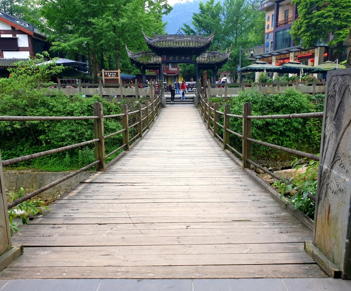 rope bridge in Tai'an Ancient Town leading to the Qingchenghoushan trail